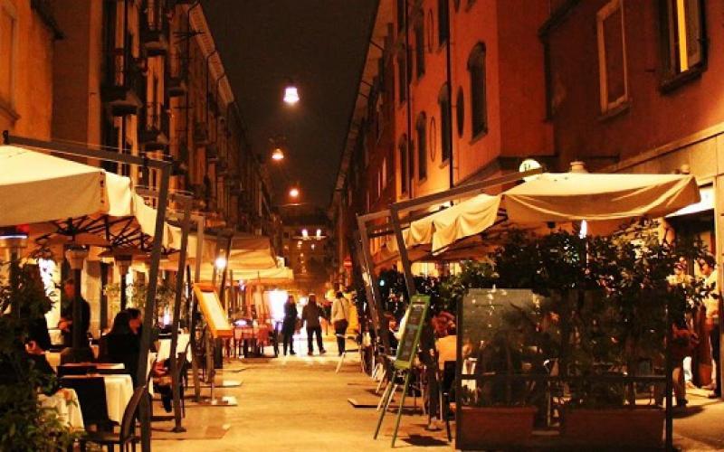 Brera nightlife, aperitivo movida milan italy